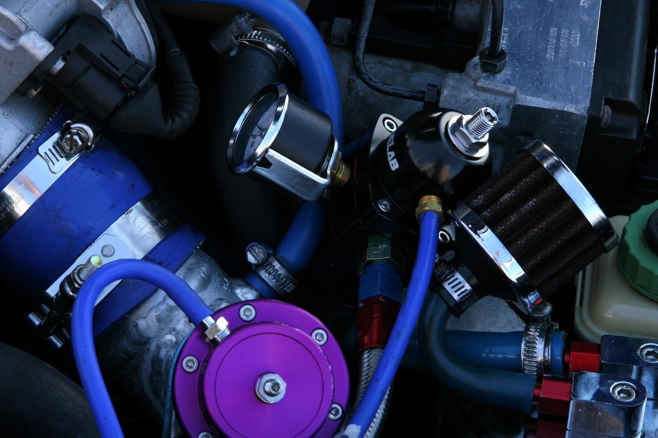 Oleje silnikowe: dlaczego wielosezonowe są lepsze?