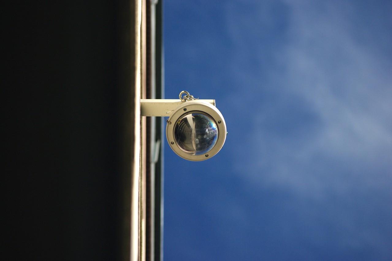 Jak wybrać monitoring domu?